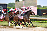 HOT SPRINGS, AR - APRIL 13:  Apple Blossom Handicap at Oaklawn Park on April 13, 2018 in Hot Springs,Arkansas.  #7 Farrell with jockey Channing Hill. and #4 Beach Flower with jockey Ramon A. Vazquez.   (Photo by Ted McClenning/Eclipse Sportswire/Getty Images)