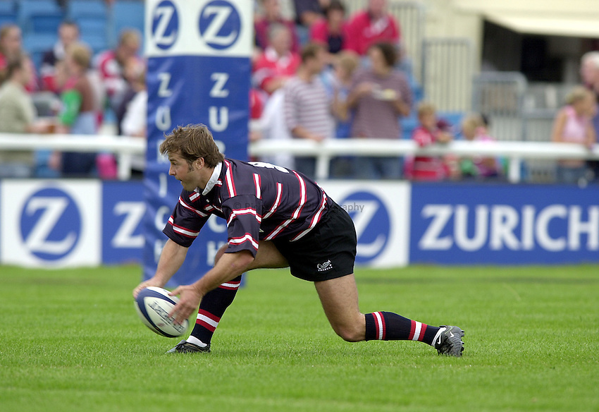 Photo. Richard Lane. .NEC Harlequins v Gloucester. Zurich Premiership. 31-08-2002.Andy Gomarsall.