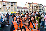 Turismo in Barriera. Concerto spontaneo guidato da Luca Morino in giro per il quartiere di Barriera di Milano. I ragazzi di Barriera Amica. Giugno 2012