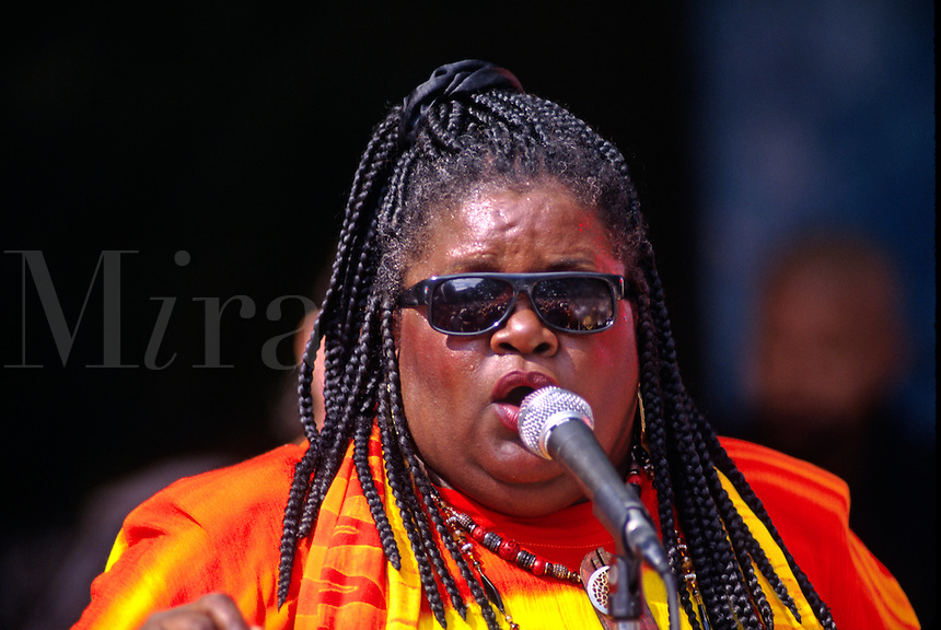 SISTA MONICA SINGS her heart out - MONTEREY BAY BLUES FESTIVAL, CALIFORNIA
