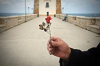 Trapani: una rosa di corallo creata dall'artigiano del corallo Platimiro Fiorenza, recentemente iscritto dall&rsquo;UNESCO fra i Tesori Umani Viventi nel Libro dei Saperi del Registro delle Eredit&agrave; Immateriali, per la sua antica e prestigiosa tradizione artigiana, ritratta nei pressi della Torre di Ligny.<br /> Trapani:a coral rose created by Platimiro Fiorenza, artisan working coral , recently registered with the UNESCO Living Human Treasures in the Book of Knowledge of the Register of Intangible Heritage, for his ancient and prestigious tradition of craftsmanship, potrayed in front of Ligny tower