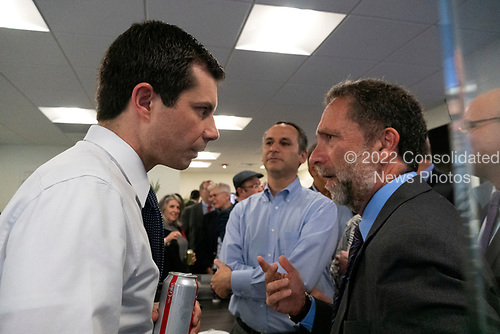Robert Satloff, Executive Director at the Washington Institute for Near East Policy, asks Mayor Pete Buttigieg a question following his meeting with leaders of the Jewish community at a communal parlor meeting at the offices of Bluelight Strategies in Washington D.C., U.S. on May 23, 2019.<br /> <br /> Credit: Stefani Reynolds / CNP