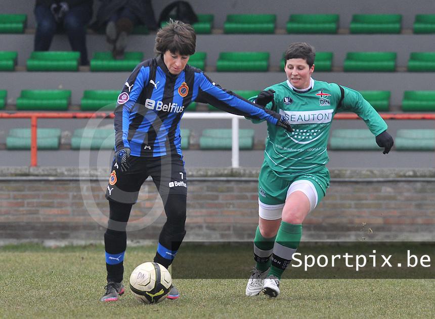 Club Brugge Dames - OHL Oud Heverlee Leuven : Ingrid De Rycke aan de bal voor Kelly Paulus.foto DAVID CATRY / Vrouwenteam.be