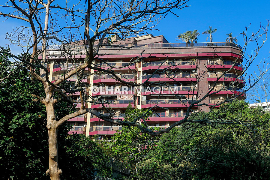 Predio de apartamentos e Parque Garota de Ipanema, Arpoador, Rio de Janeiro. 2019. Foto de Juca Martins