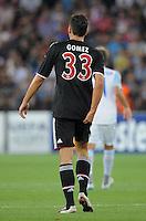 FUSSBALL   CHAMPIONS LEAGUE   SAISON 2011/2012  Qualifikation  23.08.2011 FC Zuerich - FC Bayern Muenchen Mario Gomez (FC Bayern Muenchen) fasst sich an den Oberschenkel