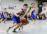 2015-10-31 / Basketbal / seizoen 2015-2016 / Oxaco - Gistel Oostende / Hemeleers met De Meyer (r. Oxaco)<br /><br />Foto: Mpics.be