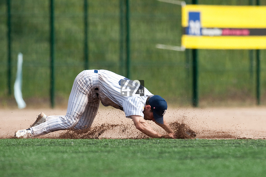 23 May 2009: Olivier Israel of Rouen dives to catch a ball during the 2009 challenge de France, a tournament with the best French baseball teams - all eight elite league clubs - to determine a spot in the European Cup next year, at Montpellier, France. Rouen wins 6-2 over La Guerche.