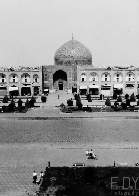 View of the Imam Square in Ispahan : Sheikh Lotfollah Mosque