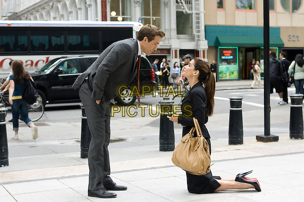 RYAN REYNOLDS & SANDRA BULLOCK .in The Proposal.*Filmstill - Editorial Use Only*.CAP/FB.Supplied by Capital Pictures.