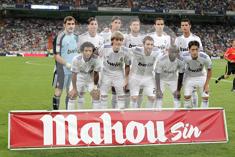 Real Madrid's team photo before Bernabeu Trophy. August 24, 2010. (ALTERPHOTOS/Alvaro Hernandez)