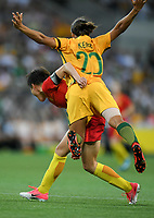 22 November 2017, Melbourne - MA JUN (32) of China PR and SAM KERR (20) of Australia compete collide during an international friendly match between the Australian Matildas and China PR at AAMI Stadium in Melbourne, Australia.. Australia won 5-1. Photo Sydney Low