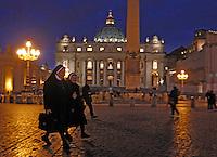 ROMA 11/03/2013 .PIAZZA SAN PIETRO ALLA VIGILIA DEL CONCLAVE. FOTO CIRO DE LUCA