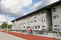 Nederland  Amsterdam  2016. Het nieuwe project Startblok Riekerhaven, waar 585 studenten en vluchtelingen tijdelijk komen te wonen. Zelfbeheer door de bewoners speelt een belangrijke rol in dit project, waarbij alles wat op projectniveau door de bewoners georganiseerd kan worden, ook door bewoners georganiseerd wordt. Foto Berlinda van Dam / Hollandse Hoogte