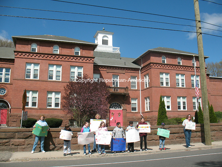 NAUGATUCK, CT - 10 April 2010 - Students at Salem Elementary School in Naugatuck and their parents stood outside the school on Meadow Street in Naugatuck Saturday morning with signs urging people to sign a petition to save Salem, which is set to close under a new plan proposed by the Naugatuck Board of Education. The board wants to close the school to save $425,000 a year, but parents are fighting to keep it open. Paul Singley/Republican-American