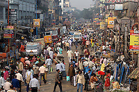 Streets of the Kolay market bustle with people and traffic in central Kolkata.<br />