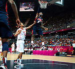 Engeland, London, 31 juli 2012.Olympische Spelen London.De supersterren uit de NBA lieten niets heel van Tunesië en zegevierden met 110-63.Lebron James van Team USA  in actie met de bal