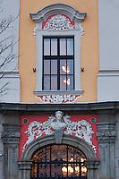 Europe/Voïvodie de Petite-Pologne/Cracovie:   détail facade maison sur la Place du Marché: Rynek - Maison Kamienica Margrabska  - Vieille ville (Stare Miasto) classée Patrimoine Mondial de l'UNESCO,