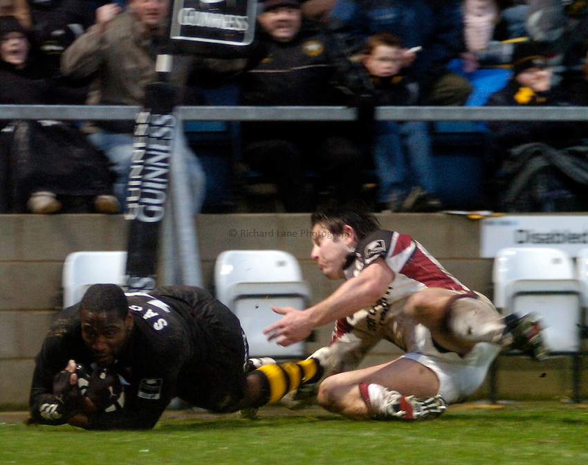 Photo: Jonathan Butler..London Wasps v Newcastle Falcons. Guinness Premiership. 08/01/2006..Wasps' Paul Sackey dives past James Grindal for a try.