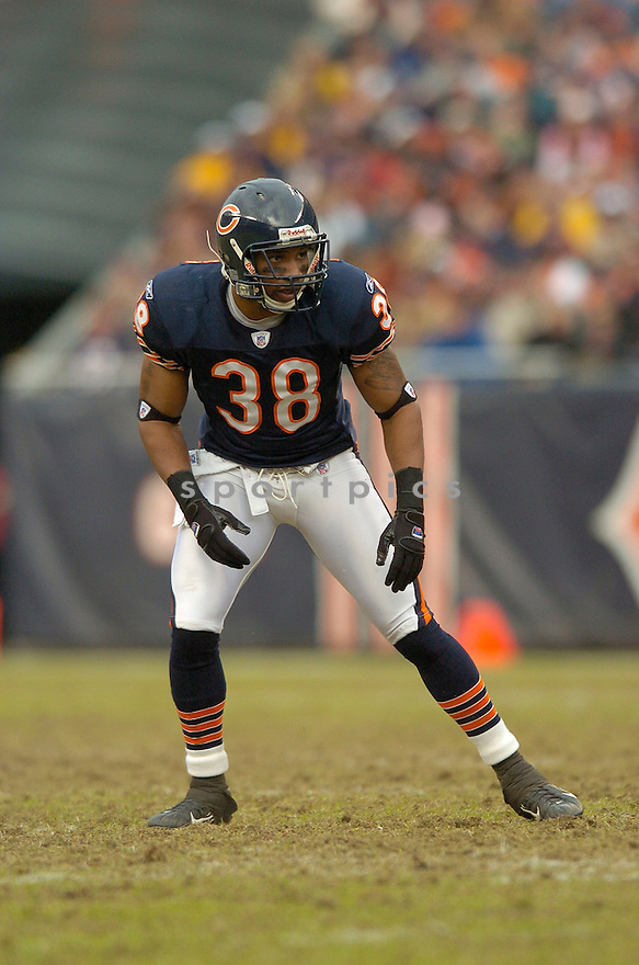 DANIEAL MANNING, of the Chicago Bears, during their game  against the Tampa Bay Buccaneers on December 17, 2006 in Chicago, IL...Bears wins 34-31...DAVID DUROCHIK / SPORTPICS