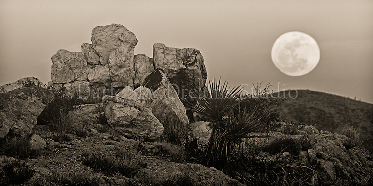 Moonrise at White Tank Quartz Outcrop