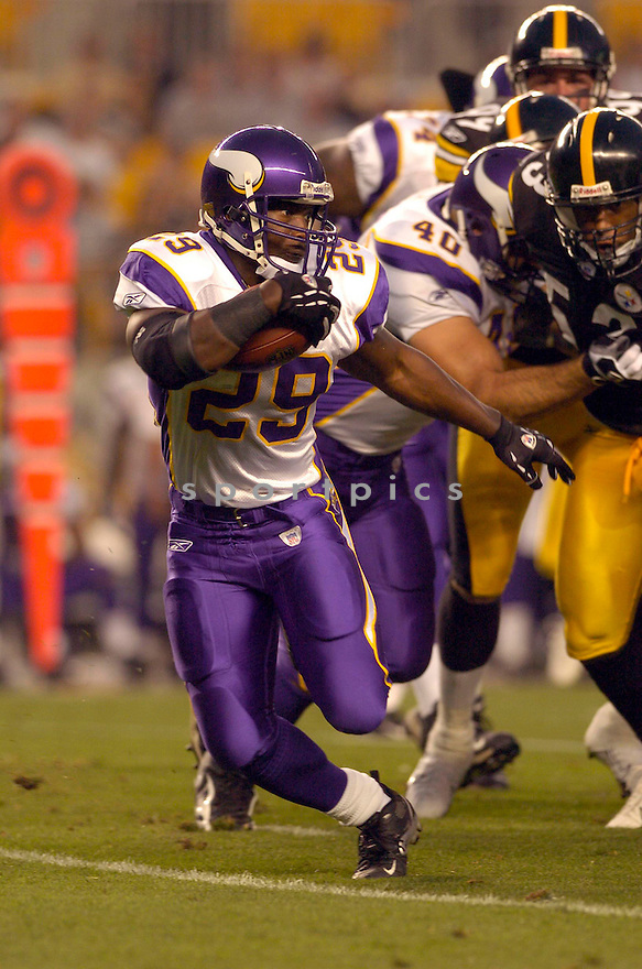 Chester Taylor, of the Minnesota Vikings, in action against the Pittsburgh Steelers  on August 18, 2006, in Pittsburgh...Vikings win 17-10..David Durochik / SportPics
