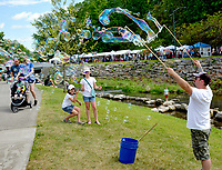 Janelle Jessen/Herald-Leader<br /> Nathan Roggenbuck, owner of The Bubble Company in Wisconsin, created giant bubbles for children at the festival.