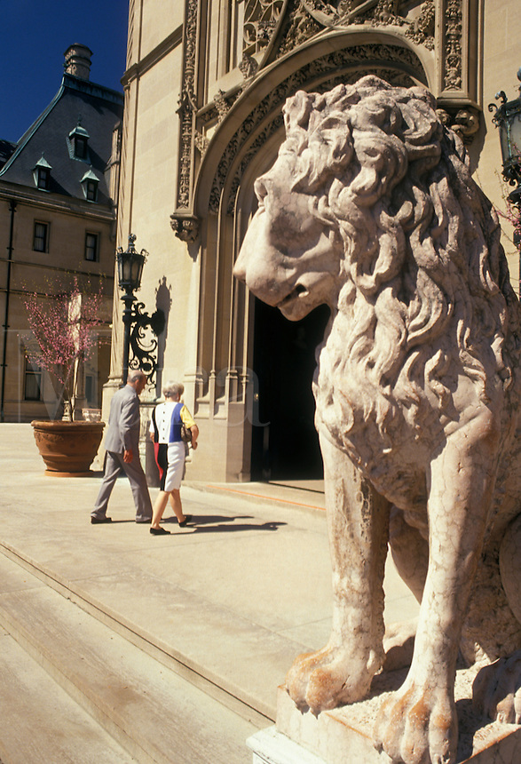 AJ2653, Biltmore House, Asheville, Biltmore, Biltmore Estate, North Carolina, chateau, A statue of a lion at the entrance of The Biltmore House a French Renaissance-style chateau at the Biltmore Estate in Asheville in the state of North Carolina.