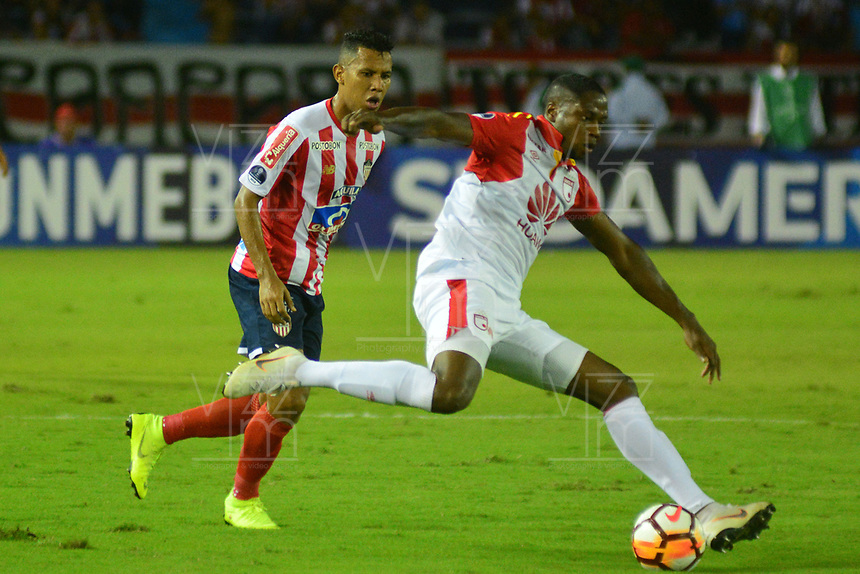 BARRANQUIILLA - COLOMBIA, 29-11-2018: XXX (Izq.) de Junior disputa el balón con XXX (Der.) del Santa Fe durante el encuentro entre Atlético Junior de Colombia e Independiente Santa Fe de Colombia por la semifinal, vuelta, de la Copa CONMEBOL Sudamericana 2018 jugado en el estadio Roberto Meléndez de la ciudad de Barranquilla. / James Sanchez (L) of Junior struggles for the ball with Leivyn Balanta (R) of Santa Fe during a semifinal second leg match between Atletico Junior of Colombia and Independiente Santa Fe of Colombia as a part of Copa CONMEBOL Sudamericana 2018 played at Roberto Melendez stadium in Barranquilla cityAtletico Junior de Colombia e Independiente Santa Fe de Colombia en partido por la semifinal, vuelta, de la Copa CONMEBOL Sudamericana 2018 jugado en el estadio Roberto Meléndez de la ciudad de Barranquilla. / Atletico Junior of Colombia and Independiente Santa Fe of Colombia in Semifinal second leg match as a part of Copa CONMEBOL Sudamericana 2018 played at Roberto Melendez stadium in Barranquilla city.  Photo: VizzorImage/ Alfonso Cervantes / Cont