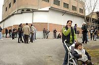 Roma, 27 Marzo 2009.Via Prenestina. Metropoliz.<br /> Senza casa occupano i capannoni abbandonati della ex fabbrica di salumi Fiorucci..Rome, 27 March 2009.Via Prenestina. Homeless occupy the abandoned warehouses of the former sausage factory Fiorucci