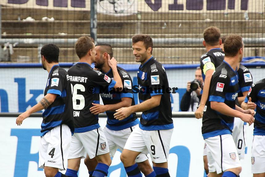 Joan Oumari (FSV) erzielt per Kopfball das 1:0 und jubelt - FSV Frankfurt vs. FC Erzgebirge Aue, Frankfurter Volksbank Stadion