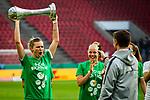 01.05.2019, RheinEnergie Stadion , Köln, GER, DFB Pokalfinale der Frauen, VfL Wolfsburg vs SC Freiburg, DFB REGULATIONS PROHIBIT ANY USE OF PHOTOGRAPHS AS IMAGE SEQUENCES AND/OR QUASI-VIDEO<br /> <br /> im Bild | picture shows:<br /> Alexandra Popp (VfL Wolfsburg #11) jubelt mit dem Pokal, <br /> <br /> Foto © nordphoto / Rauch