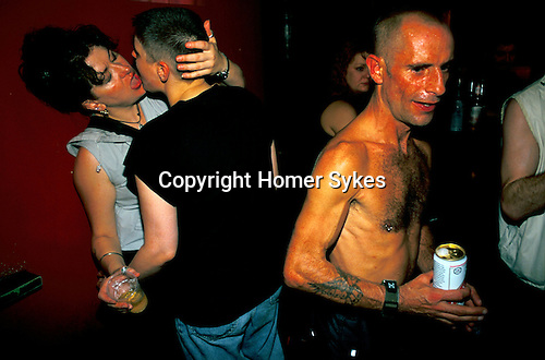 'GAYFEST MANCHESTER, UK', THE HOLLYWOOD SHOWBAR AND DISCO LESBIAN LOVERS AND A GAY REVELLER, 1999