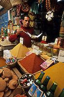 Afrique/Maghreb/Maroc/Essaouira : Marché aux épices dans le souk