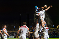 Zach Mercer of Bath Rugby wins the ball at a lineout. Anglo-Welsh Cup match, between Bath Rugby and Leicester Tigers on November 10, 2017 at the Recreation Ground in Bath, England. Photo by: Patrick Khachfe / Onside Images