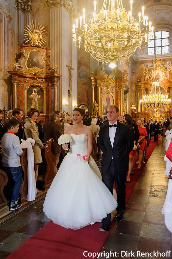 Hochzeit in der Anna-Kirche in Warschau (Warszawa), Woiwodschaft Masowien (Wojew&oacute;dztwo mazowieckie), Polen, Europa, UNESCO-Weltkuturerbe<br /> Wedding in St,Anna Church, Warsaw, Poland, Europe UNESCO heritage-site