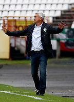 MANIZALES-COLOMBIA, 20-04-2019: Humberto Sierra, técnico de La Equidad gesticula durante partido de la fecha 17 entre Once Caldas y La Equidad, por la Liga Águila I 2019, jugado en el estadio Palogrande de la ciudad de Manizales. / Humberto Sierra, coach of La Equidad gestures during a match of the 17th date between Once Caldas and La Equidad, for the Aguila Leguaje I 2019 played at the Palogrande stadium in Manizales city. / Photo: VizzorImage / Santiago Osorio / Cont.