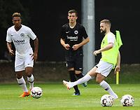 Marc Stendera (Eintracht Frankfurt) gegen Jonathan de Guzman (Eintracht Frankfurt) - 04.07.2018: Eintracht Frankfurt Trainingsauftakt, Commerzbank Arena