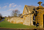 ALTHORP ESTATE WALL, VISITORS PHOTOGRAPH THE HOUSE, 1998