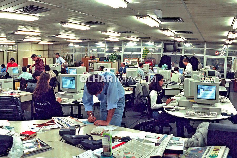 Redação do jornal Estado de São Paulo, São Paulo. 1999. Foto de Juca Martins.