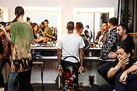 SAO PAULO, SP, 22 DE MARCO 2013 - SPFW LINO VILLAVENTURA - Modelos no backstage da grife Lino Villaventura no último dia do São Paulo Fashion Week primavera-verão na Bienal do Ibirapuera na região sul da cidade de São Paulo nesta sexta-feira, 22. .FOTO: POLINE LYS - BRAZIL PHOTO PRESS.