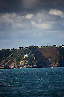 Royaume-Uni, îles Anglo-Normandes, île de Sark (Sercq):  La côte rocheuse et le Le Phare // United Kingdom, Channel Islands, Sark Island (Sercq):  Point Robert lighthouse
