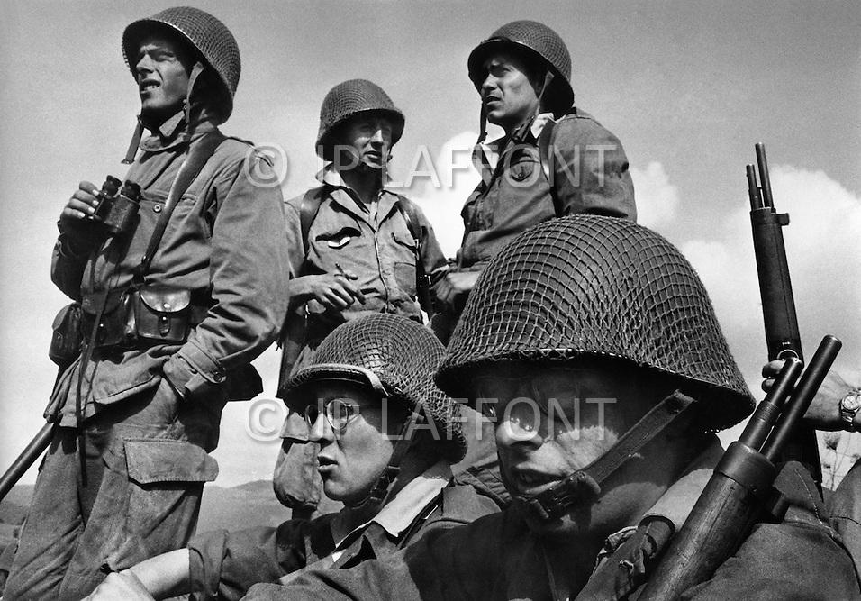 Ecole Militaire d'Infanterie de Cherchell, Algérie, June 1960. EOR (Eleves Officiers de Reserves) during a training.