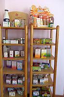 Egypte, Cairo, 5 mei 2007..Sekem hoofdkantoor te Cairo.Sekem headoffice.Sekem producten in een stelling in het hoofdkantoor. Foto (c) Michiel Wijnbergh.