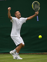 24-06-13, England, London,  AELTC, Wimbledon, Tennis, Wimbledon 2013, Day one, Mikhail Youzhny (RUS) celebrates his victory over Haase (NED)<br /> <br /> <br /> <br /> Photo: Henk Koster
