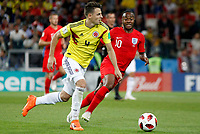 MOSCU - RUSIA, 03-07-2018: Santiago ARIAS (Izq) jugador de Colombia disputa el balón con Raheem STERLING (Der) jugador de Inglaterra durante partido de octavos de final por la Copa Mundial de la FIFA Rusia 2018 jugado en el estadio del Spartak en Moscú, Rusia. / Santiago ARIAS (L) player of Colombia fights the ball with Raheem STERLING (R) player of England during match of the round of 16 for the FIFA World Cup Russia 2018 played at Spartak stadium in Moscow, Russia. Photo: VizzorImage / Julian Medina / Cont