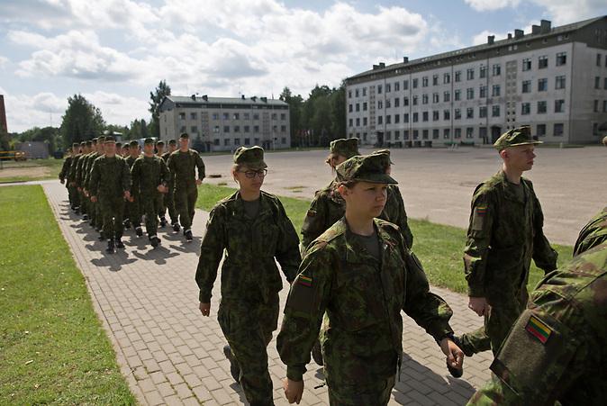 In der litauischen Kleinstadt Rukla ist ein Battlegroup der NATO unter dem Oberkommando der Bundeswehr stationiert. Bild: Seitdem Litauen die Wehrpflicht eingeführt hat, üben Rekruten auch in Rukla.