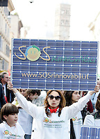 Sostenitori del fotovoltaico alla manifestazione nazionale per il Si' al referendum in difesa dell'acqua bene comune e contro la privatizzazione dei servizi idrici, a Roma, 26 marzo 2011..Activists show signs representing solar panels at a demonstration in support of the upcoming referendum for public water and against privatization of water supply, in Rome, 26 march 2011..UPDATE IMAGES PRESS/Riccardo De Luca