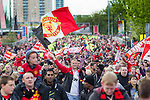 © Joel Goodman - 07973 332324 . 13/05/2013 . Manchester , UK . 1000s of fans move up Sir Matt Busby Way following the bus . Manchester United trophy parade on Sir Matt Busby Way , from Old Trafford to Manchester City Centre this evening (Monday 13th May) . The team are celebrating their 20th league title win and commemorating the retirement of manager , Sir Alex Ferguson , by carrying the trophy on an opened top bus through the city . Photo credit : Joel Goodman