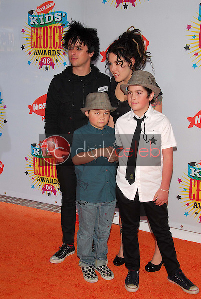 Billie Joe Armstrong and family<br />at Nickelodeon's 19th Annual Kids' Choice Awards. Pauley Pavilion, Westwood, CA. 04-01-06<br />Dave Edwards/DailyCeleb.com 818-249-4998