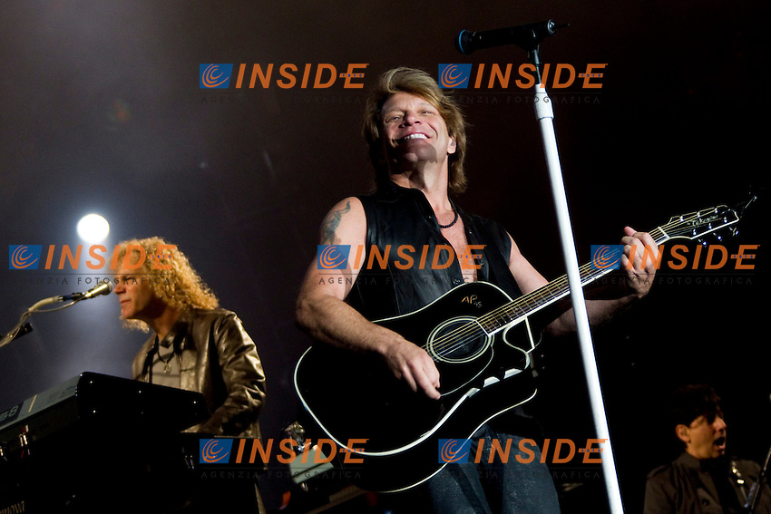 MADRID (04/06/2010).- Bon Jovi performing at Rock in Rio Madrid 2010. Pictured Jon Bon jovi...Photo: Cesar Cebolla / ALFAQUI / Insidefoto